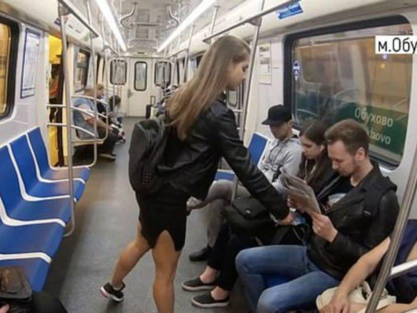 Lo cierto es que la futura letrada asegura que todos los hombres que se sientan con las piernas abiertas en el transporte público (manspreading) ofenden el decoro femenino. Acusa al gobierno de su país de ser demasiado lento para lidiar con este tipo de problema social ofensivo para las mujeres.