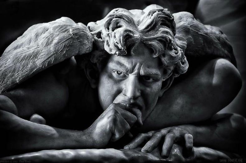 El libro de Enoc cuenta sobre los ángeles rebeldes y sudescendencia.